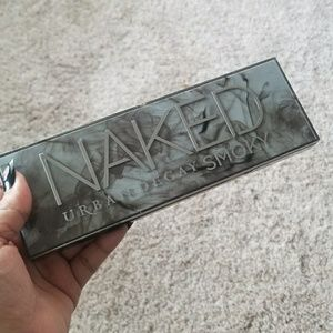 Urban Decay Naked Smoky Palette